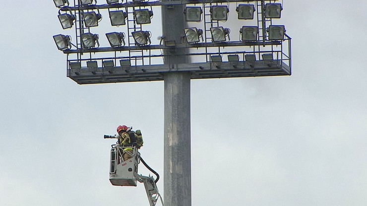 Wielka awaria w Bełchatowie! Pożar jupiterów opóźnił rozpoczęcie meczu (WIDEO)