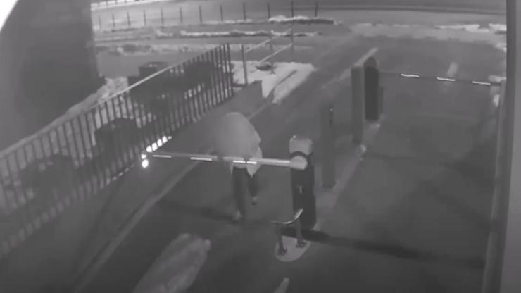 Gdańsk. Pijany 53-latek wyrwał szlaban i upadł na twarz. Potem uderzył policjanta