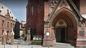 Atak na księdza w Szczecinie. Napastnicy mieli bić różańcem i chcieli sami odprawić mszę