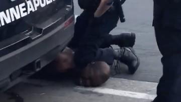Czarnoskóry mężczyzna zmarł po interwencji policji. W mieście wybuchły zamieszki