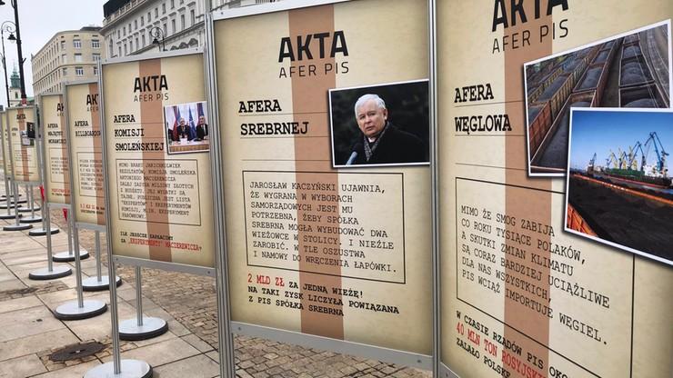 """""""Muzeum afer PiS"""" przed Pałacem Prezydenckim"""
