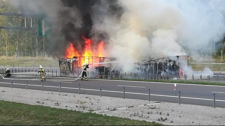 Przewróciła się i zapaliła ciężarówka na obwodnicy Lublina